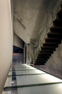 Casa Xafix / Arkylab: Pasillos y recibidores de estilo  por Oscar Hernández - Fotografía de Arquitectura