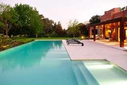 Jardins modernos por JUNOR ARQUITECTOS