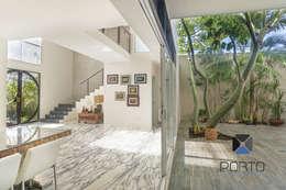 Livings de estilo ecléctico por PORTO Arquitectura + Diseño de Interiores