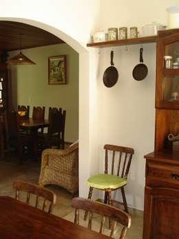 Cocinas de estilo colonial por Mina Arquitetura & Construções
