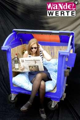 Sessel aus ausrangiertem Abfallbehälter:  Geschäftsräume & Stores von Wandelwerte e.V.