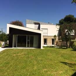 modern Houses by Bárbara abreu Arquitetos
