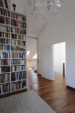 Oficinas de estilo moderno por Schneider Gmür Architekten