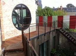 Oculus sur la terrasse: Balcon, Veranda & Terrasse de style de style eclectique par Tabary Le Lay