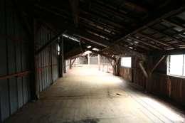 Avant : Garage / Hangar de style de style eclectique par Tabary Le Lay