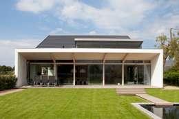 modern Garden by adsmeuldersarchitect