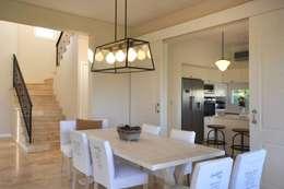 classic Dining room by Parrado Arquitectura