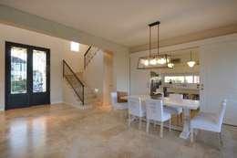 Salas / recibidores de estilo clásico por Parrado Arquitectura