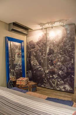 Dormitorios de estilo moderno por Michele Moncks Arquitetura