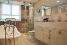 Projekty,  Łazienka zaprojektowane przez Michele Moncks Arquitetura