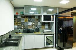 modern Kitchen by Michele Moncks Arquitetura