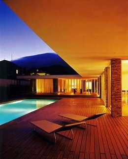 Albercas de estilo moderno por A.As, Arquitectos Associados, Lda