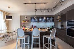 Двухуровневая квартира в стиле ар-деко: Кухни в . Автор – ARTteam