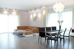 Salas / recibidores de estilo moderno por BIURO PROJEKTOWE MTM STYL