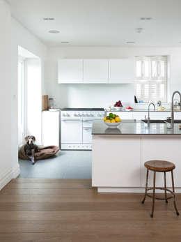 moderne Keuken door Designscape Architects Ltd