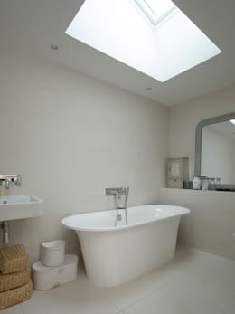 moderne Badkamer door Designscape Architects Ltd