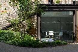 Foyer Mélingue, Paris 20ème: Jardin de style de style Moderne par Atelier Roberta
