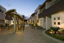 Casas de estilo moderno por Moya-Arquitectos