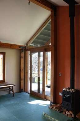 ห้องนั่งเล่น by Rachel Bevan Architects