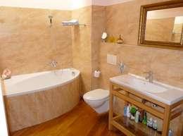 Baños de estilo clásico por ENFOQUE CONSTRUCTIVO