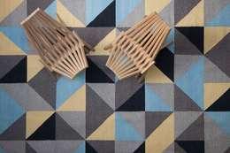 Tapete Triangulos Azules: Hogar de estilo  por colorindio