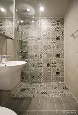 Baños de estilo moderno por 스튜디오 노트