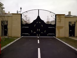 Ventanas y puertas de estilo  por Klasik Ferforje