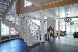 Чугунная лестница в интерьере гостиной: Коридор и прихожая в . Автор – ODEL