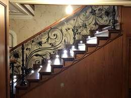 Projekty,  Korytarz, hol i schody zaprojektowane przez Klasik Ferforje