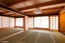 暗くしない続き和室の耐力補強  Refuerzo de la pared del cuarto del estilo japonés.: アグラ設計室一級建築士事務所 agra design roomが手掛けたリビングです。