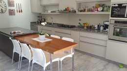 Reforma de Comedor: Cocinas de estilo moderno por CASA LEIRO