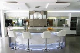 modern Kitchen by PTC Kitchens