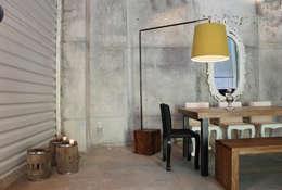 Salones de estilo  por Design + Concept