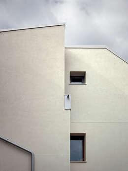 Projekty, nowoczesne Domy zaprojektowane przez es-arch