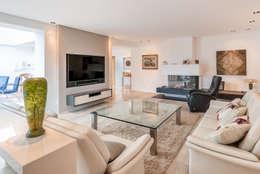 classic Living room by INNEN LEBEN