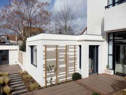 LT07. Maison - Loft et son extension: Maisons de style de style Moderne par AANR