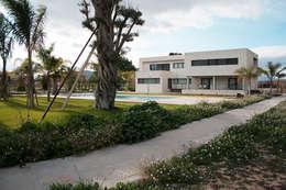 Casas de estilo minimalista por Soler Martínez