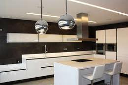 Cocinas de estilo minimalista por Soler Martínez