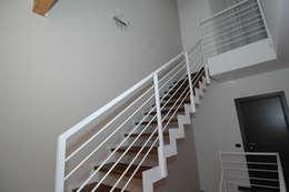 Vestíbulos, pasillos y escaleras de estilo  por SPEZIALE SCALE
