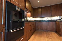 Cocinas de estilo moderno por Tim Wood Limited