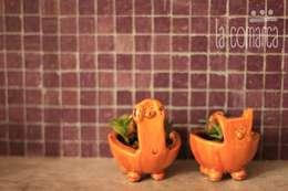 Macetas Perro y Gato: Paisajismo de interiores de estilo  por La comarca