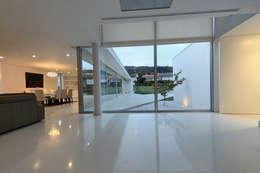 minimalistic Living room by 3H _ Hugo Igrejas Arquitectos, Lda