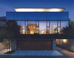 外観夜景   数寄の家   高級邸宅: Mアーキテクツ 高級邸宅 豪邸 注文住宅 別荘建築 LUXURY HOUSES   M-architectsが手掛けた家です。