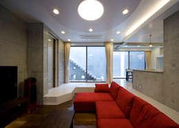 Salas de estilo moderno por 本田建築設計事務所