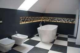 Czarno-biała łazienka: styl , w kategorii Łazienka zaprojektowany przez Julia Domagała wnętrza