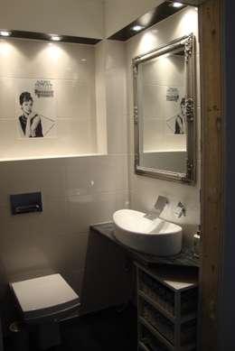 wc goscinne: styl , w kategorii Łazienka zaprojektowany przez Julia Domagała wnętrza