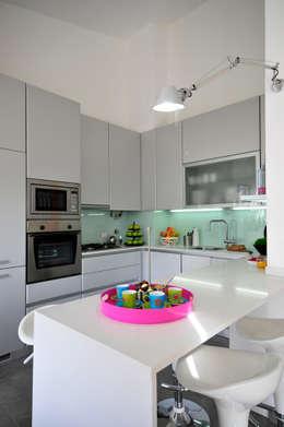 Cocinas de estilo moderno por Leonor Moreira Romba - Arquitecturas
