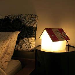 Lampe de chevet repose livre: Chambre de style de style Minimaliste par IdéeCadeau.fr