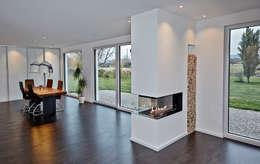 Гостиная в . Автор – hilzinger GmbH - Fenster + Türen