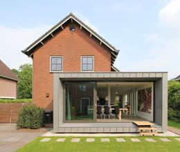 Projekty, nowoczesne Domy zaprojektowane przez Newjoy concepts